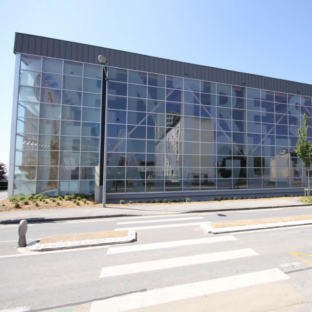 kaluen-menuiserie-aluminium-professionnels-alu-brest-finistere-bretagne-realisation-mur-rideaux-centre-sportif-jean-guequeniat