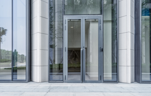 Kaluen spécialiste de la menuiserie aluminium à Brest conçoit et pose vos portes